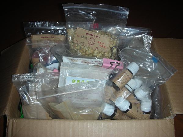 滿滿一箱的添加物!