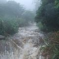 溯溪返程暴漲的溪水3.jpg