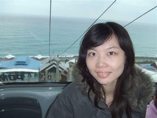 還是纜車上~~後面是太平洋~~~有夠美的