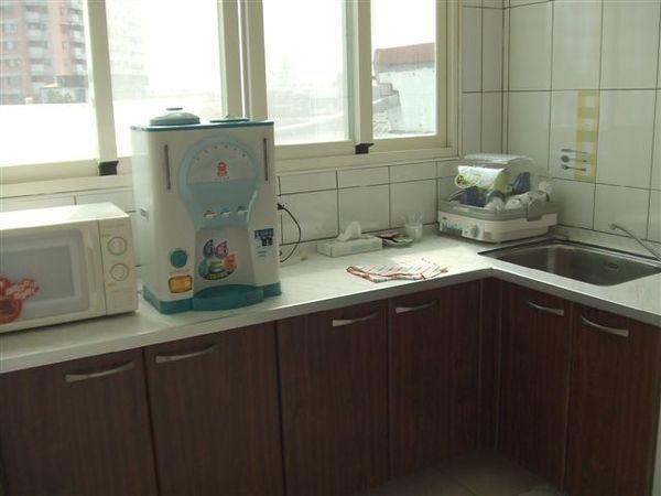 民宿-廚房(共用)還有微波爐~~真棒