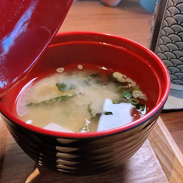 台北 中山區 中山國中站 鮨一食堂 日式定食 套餐 味噌湯.JPG