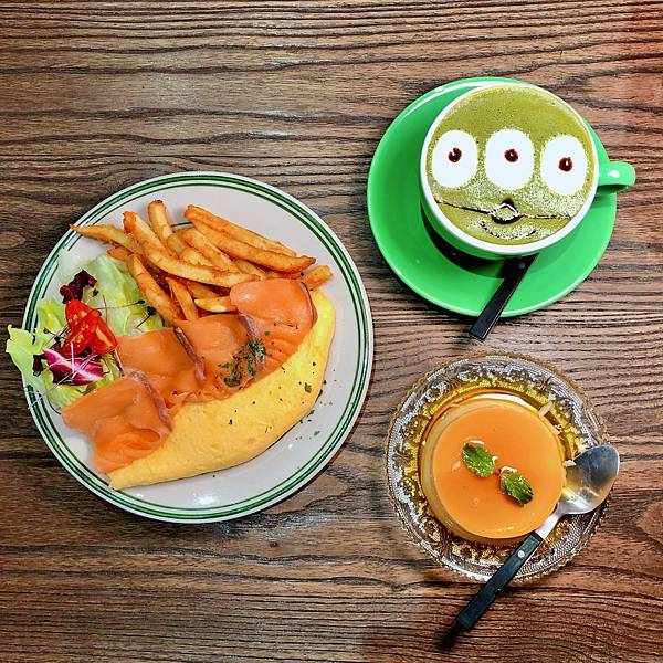 台北 中山站 早午餐 咖啡廳 夢鹿咖啡 挪威煙燻鮭魚歐姆蛋01.JPG