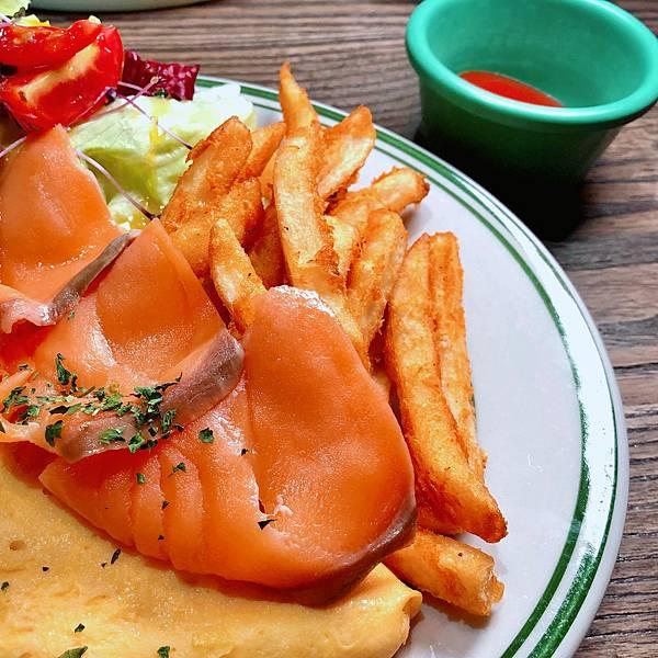 台北 中山站 早午餐 咖啡廳 夢鹿咖啡 挪威煙燻鮭魚歐姆蛋03.JPG