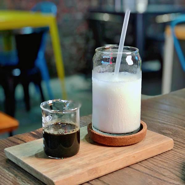 台北 中山站 早午餐 咖啡廳 夢鹿咖啡 冰大理石咖啡拿鐵01.JPG