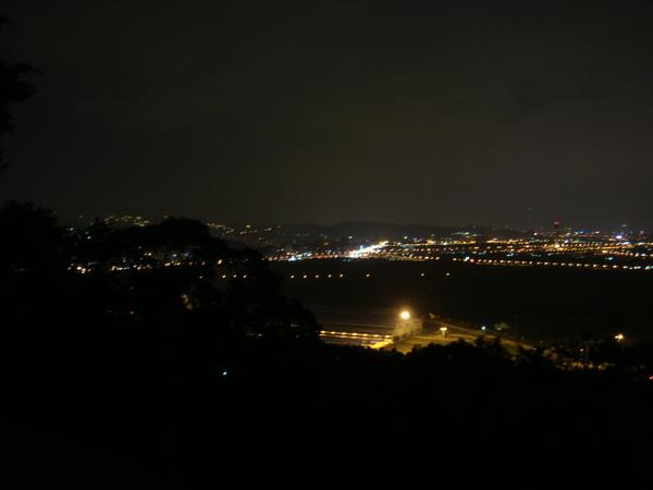 晚上住在台北藝術大學旁的高級民宿  坐擁關渡夜景.JPG