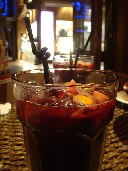 10 超大杯 看起來很可口的黑莓XX飲料.JPG