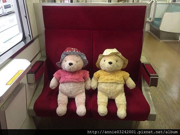 小熊出遊-搭電車囉