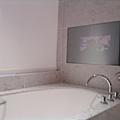 艾美酒店-可以泡澡+看電視