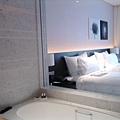 艾美酒店-從浴室往外看