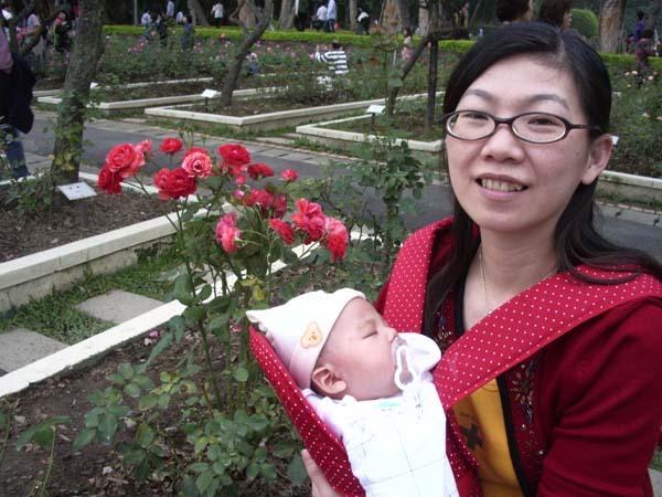 姐真利害~開車載媽去台北,還帶個小baby