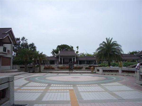 中間的廣場