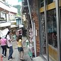 平溪老街感覺和九份有點像,不同的是街道較寬敞店家較少