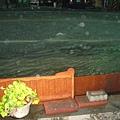 我家大門口~新平路二段變成河