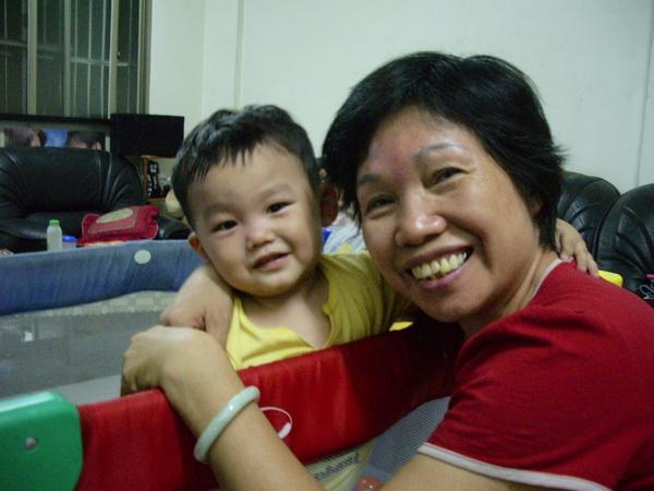 阿嬤和ㄚ弟
