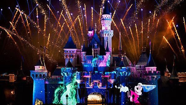 hkdl-ent-disney-in-the-stars-fireworks-detail-02.jpg