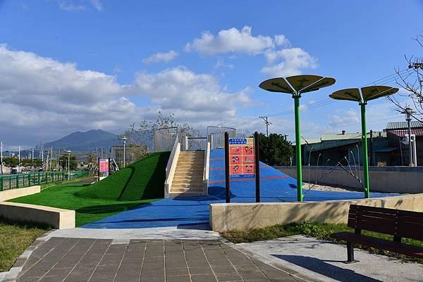 蘆洲線形公園.jpg