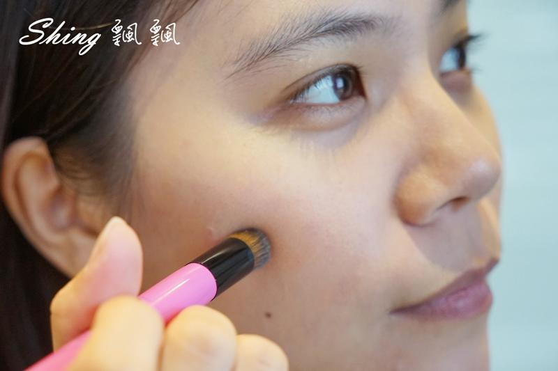BeautyMaker美肌修修專業無痕遮瑕刷 09.JPG