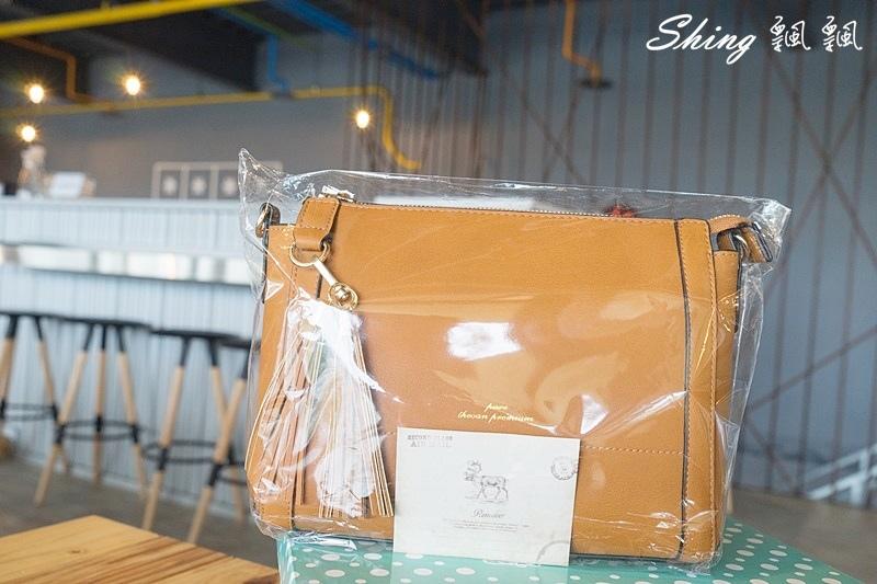 Leath簡約時尚平價包包 02.JPG