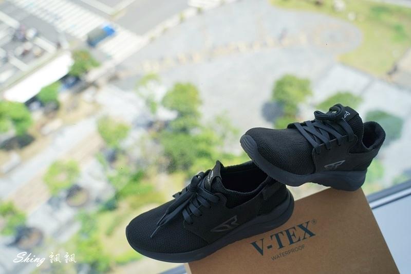 vtex防水鞋-輕量防水鞋推薦新款hello黑色穿搭 12.JPG