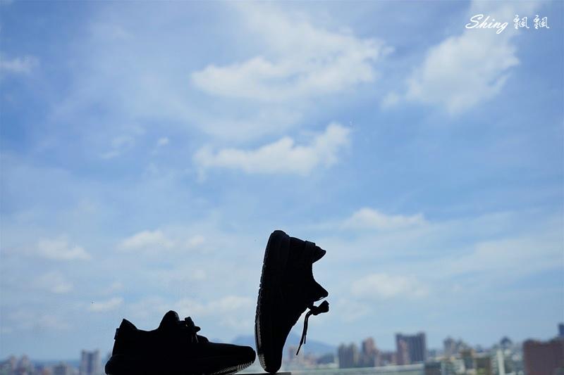 vtex防水鞋-輕量防水鞋推薦新款hello黑色穿搭 15.JPG