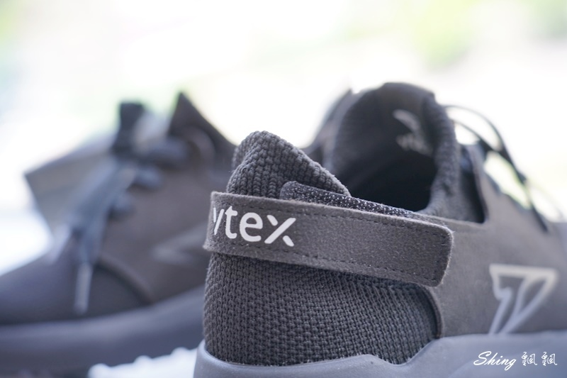 vtex防水鞋-輕量防水鞋推薦新款hello黑色穿搭 11.JPG