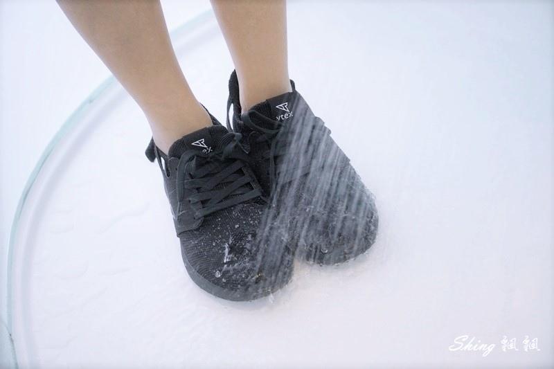 vtex防水鞋-輕量防水鞋推薦新款hello黑色穿搭 20.JPG