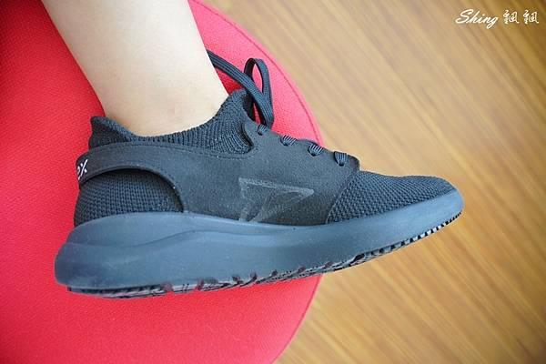 vtex防水鞋-輕量防水鞋推薦新款hello黑色穿搭 24.JPG