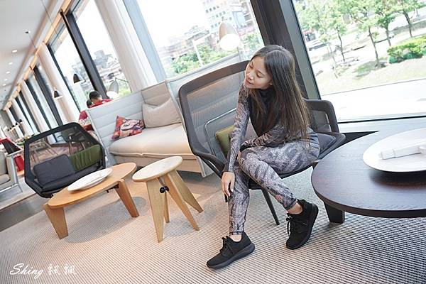 vtex防水鞋-輕量防水鞋推薦新款hello黑色穿搭 27.JPG