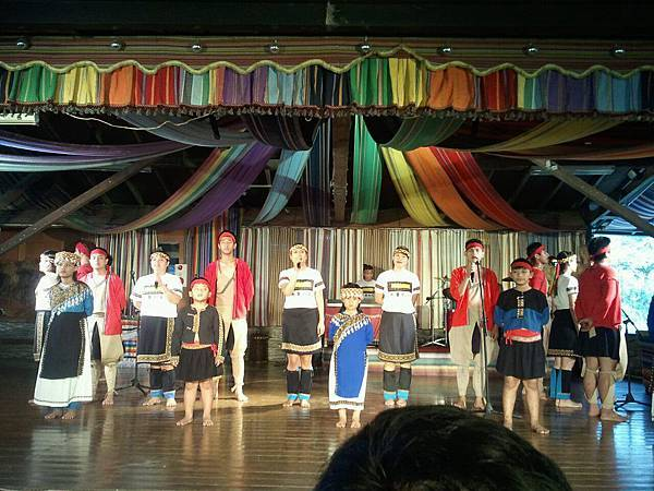 優秀的布農族青年高唱台灣我愛你.jpg