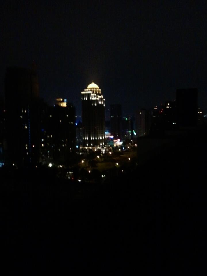 平靜的夜等待洵爛到來.jpg