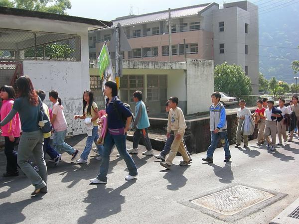 台美扶輪社給孩子的第一里路再發心 001.jpg