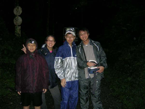 下雨冷冷濕濕的夜