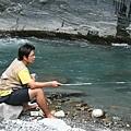 釣魚中的阿奎