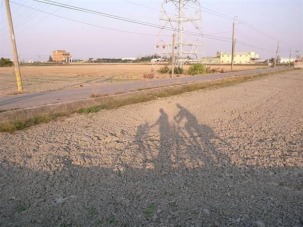 9701130溪湖鹿港秀水2人騎鐵馬.JPG