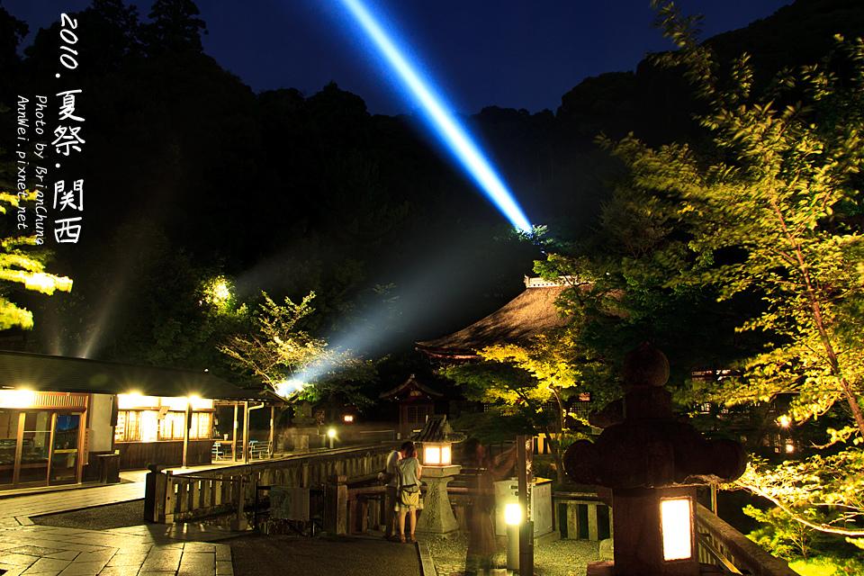 雷射光 從 釈迦堂(しゃかどう)後射出