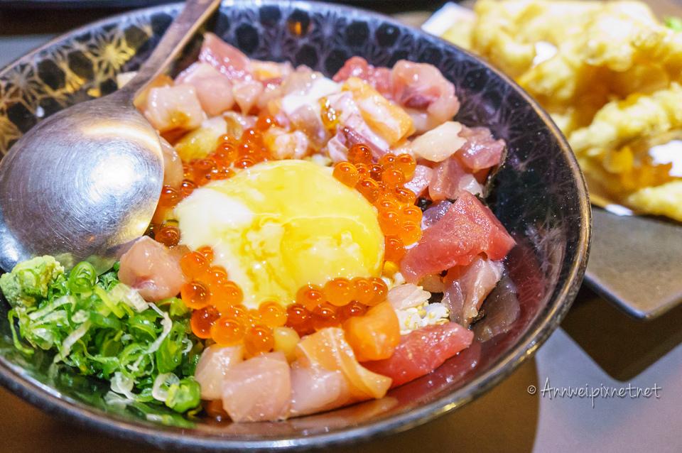 生魚海鮮蓋飯 NT280