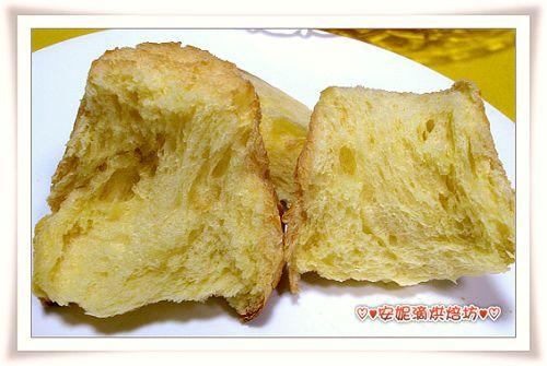潘德羅黃金麵包撥開照-3.jpg