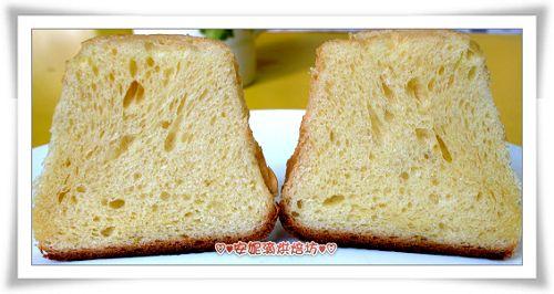 潘德羅黃金麵包切開照-1.jpg