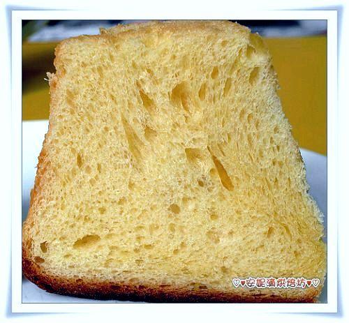 潘德羅黃金麵包切開照-3.jpg