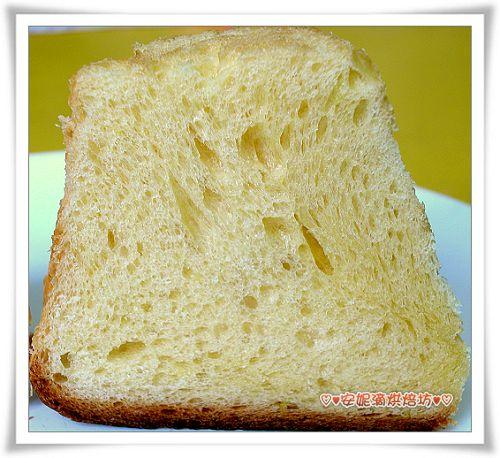 潘德羅黃金麵包切開照-4.jpg