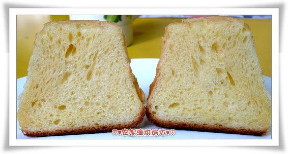 潘德羅黃金麵包切開照.jpg