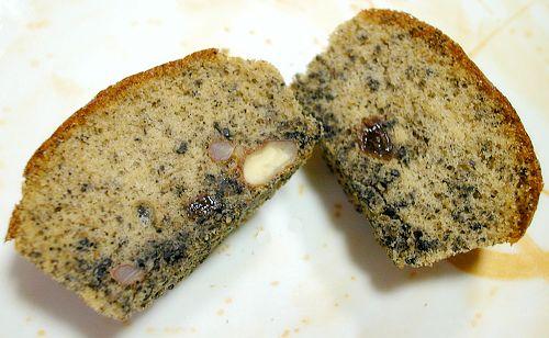 黑芝麻核桃小蛋糕切開照-1