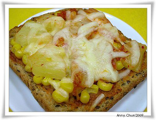 泡菜鳳梨玉米吐司披薩