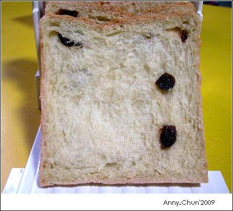 甜菜根燕麥奶蔓越莓吐司切片照-1.jpg