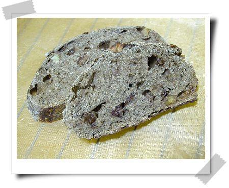 裸麥蘭姆葡核麵包切開照-1.jpg