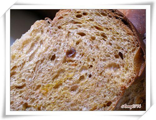 紅麴甜菜根雜糧果乾麵包內部組織-2.jpg