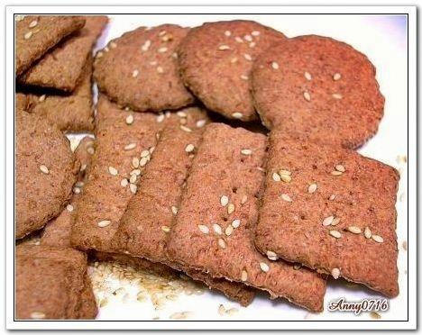 紅麴高纖芝麻蘇打餅乾-2.jpg