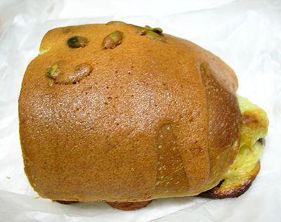 抹茶紅豆牛奶麵包-多那之咖啡烘焙坊-1.jpg