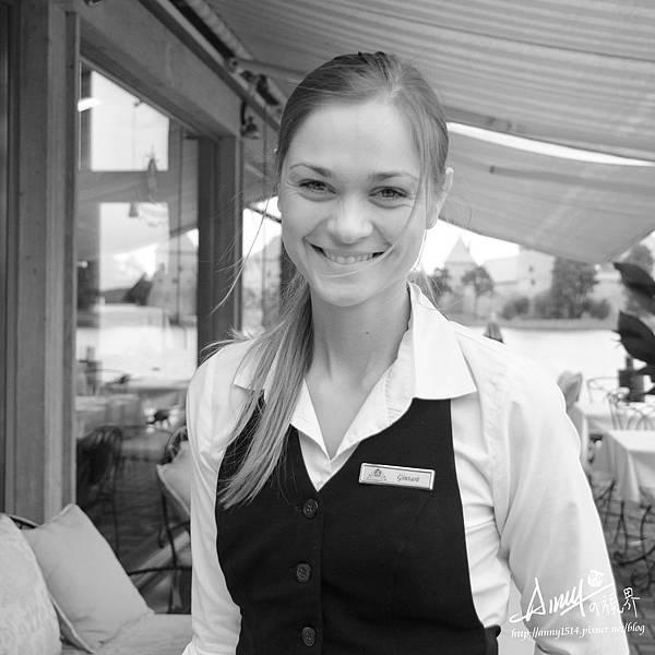 2012.8-立陶宛餐廳服務員.jpg