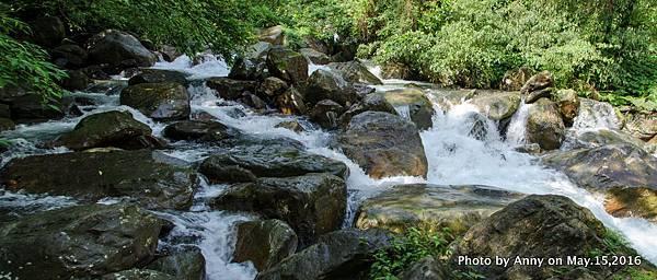 宜蘭松羅步道 巨石瀑布